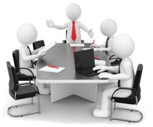 Mehrere Figuren stehen in kleinen Gruppen zusammen und unterhalten sich.