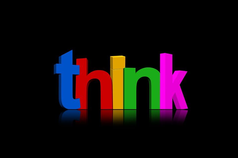 Das Wort Denken in verschiedenfarbigen Buchstaben